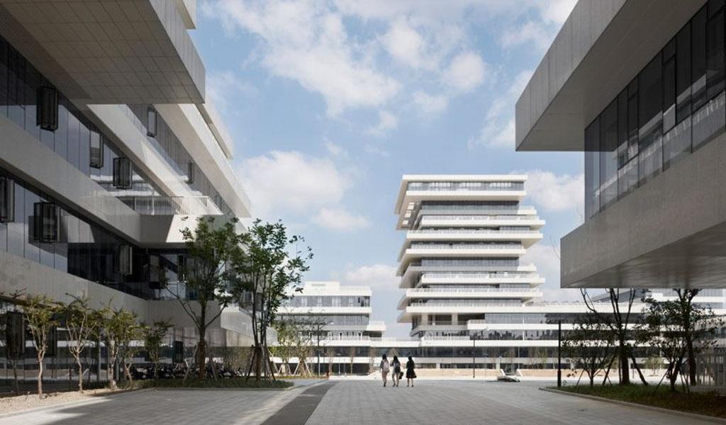 Torres escalonadas forman el campus universitario en Hangzhou