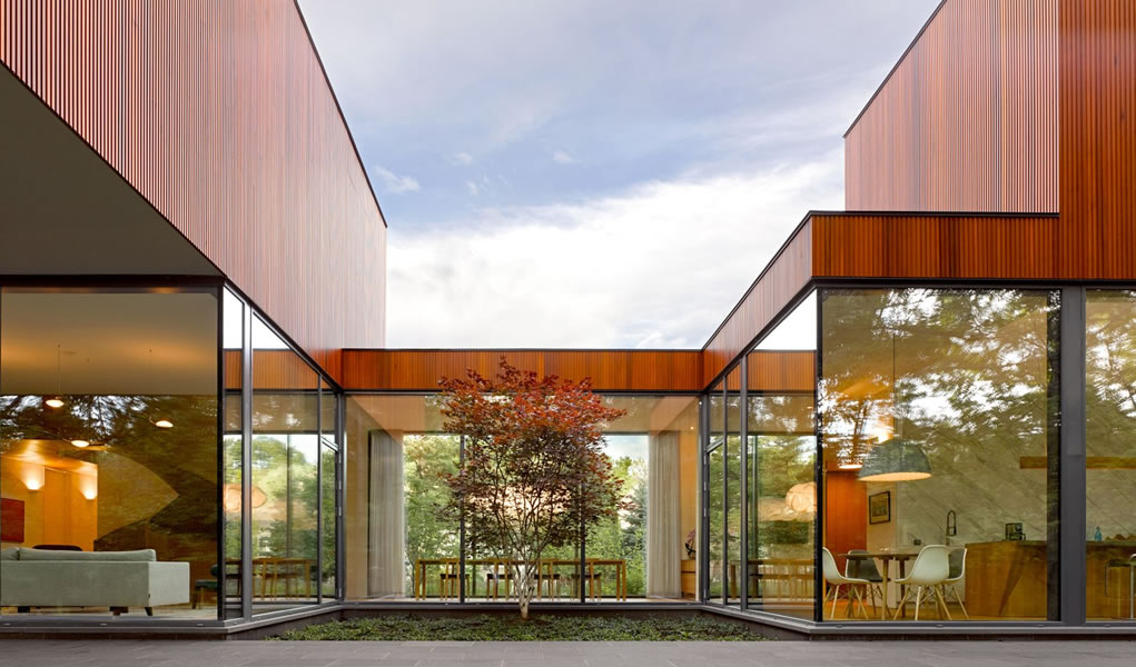 Esta galardonada casa en Canadá permite que dos generaciones vivan bajo un mismo techo