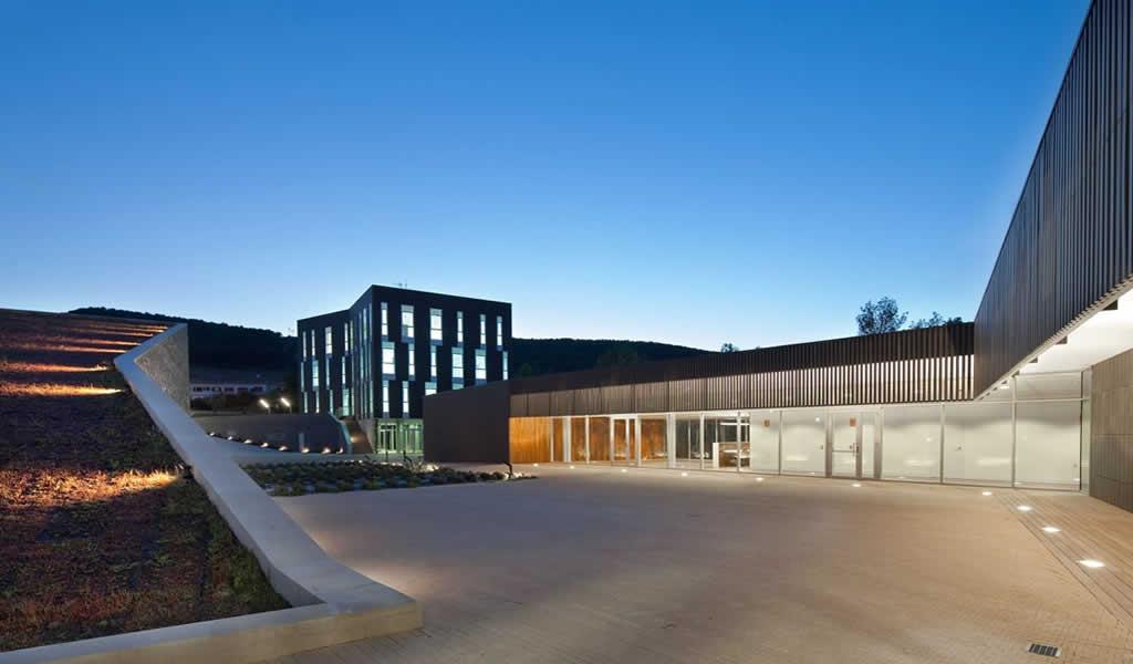 Bodega Institucional La Grajera / Virai Arquitectos