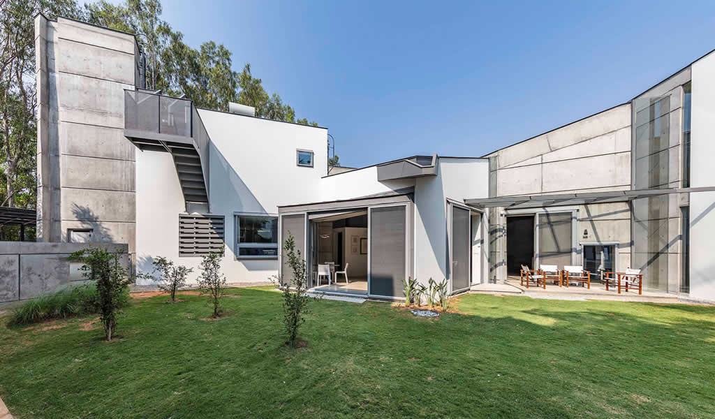 Casa de historias / Mathew and Ghosh Architects