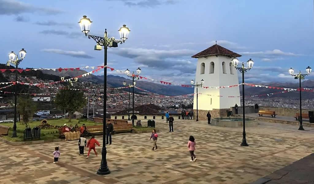 Tecnología LED potencia turismo nocturno en Plaza Santa Ana