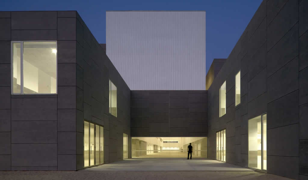 Facultad de Ciencias Universidad de Málaga / Luis Machuca & Associates