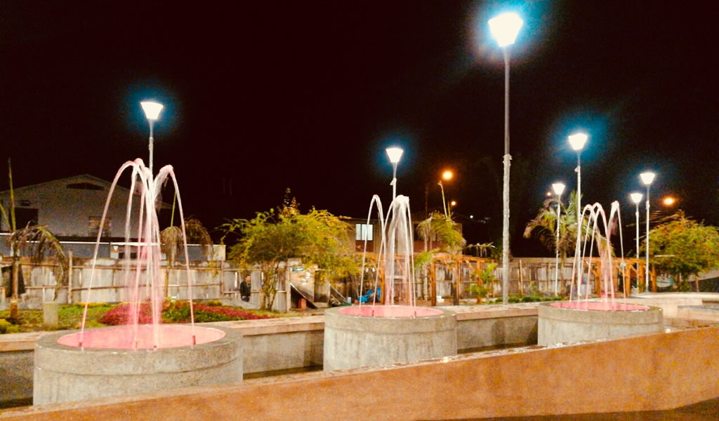 Moderno diseño de iluminación  visibiliza Plaza Mayor de Villa Rica