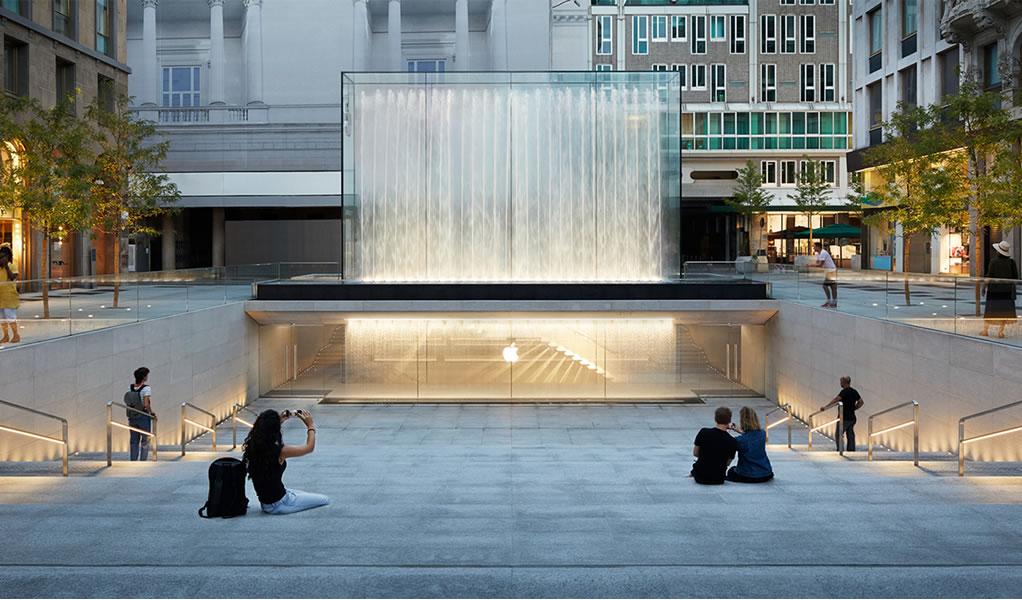 Foster + Partnerns inaugura nueva Apple Store con dramática cascada en Milán