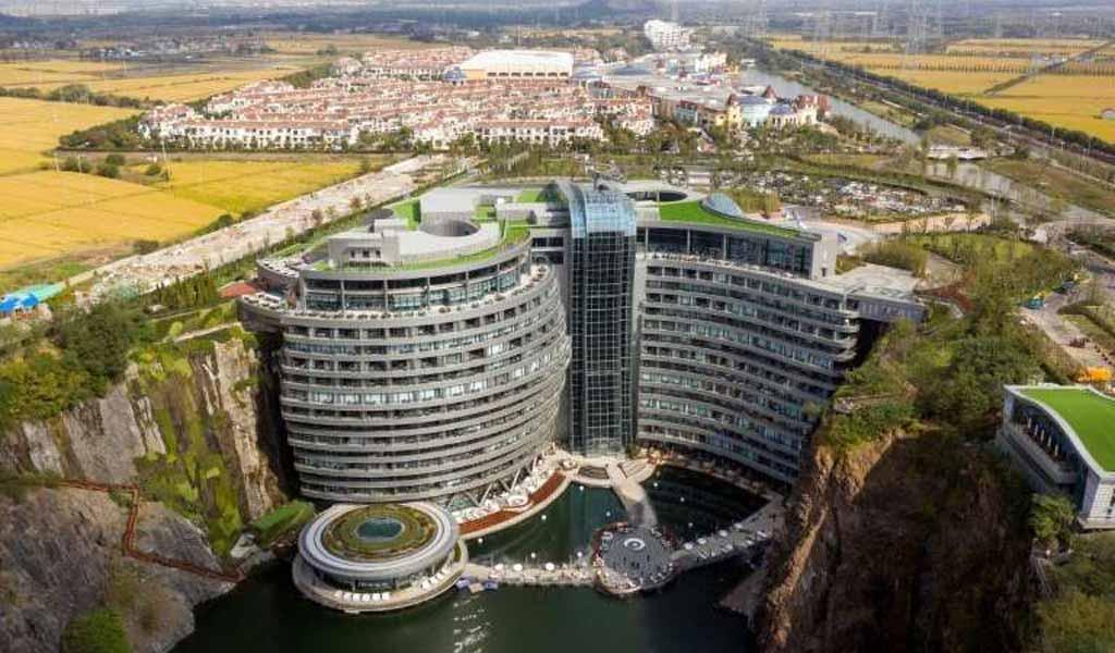 China abre un hotel de lujo en una cantera