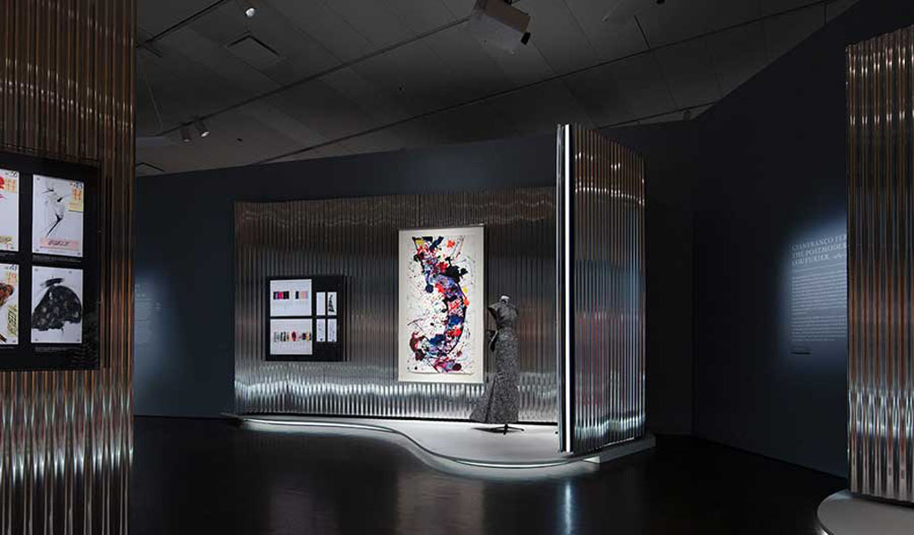 OMA New York Designs Exposición de Dior en el Denver Art Museum