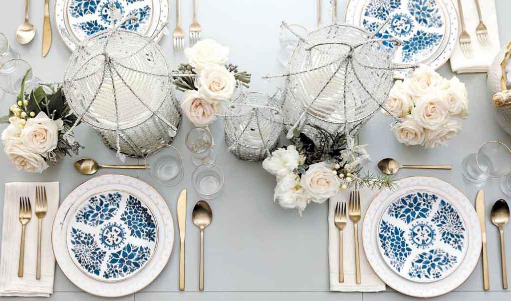 Ideas y productos para decorar con índigo una mesa navideña verdaderamente azul