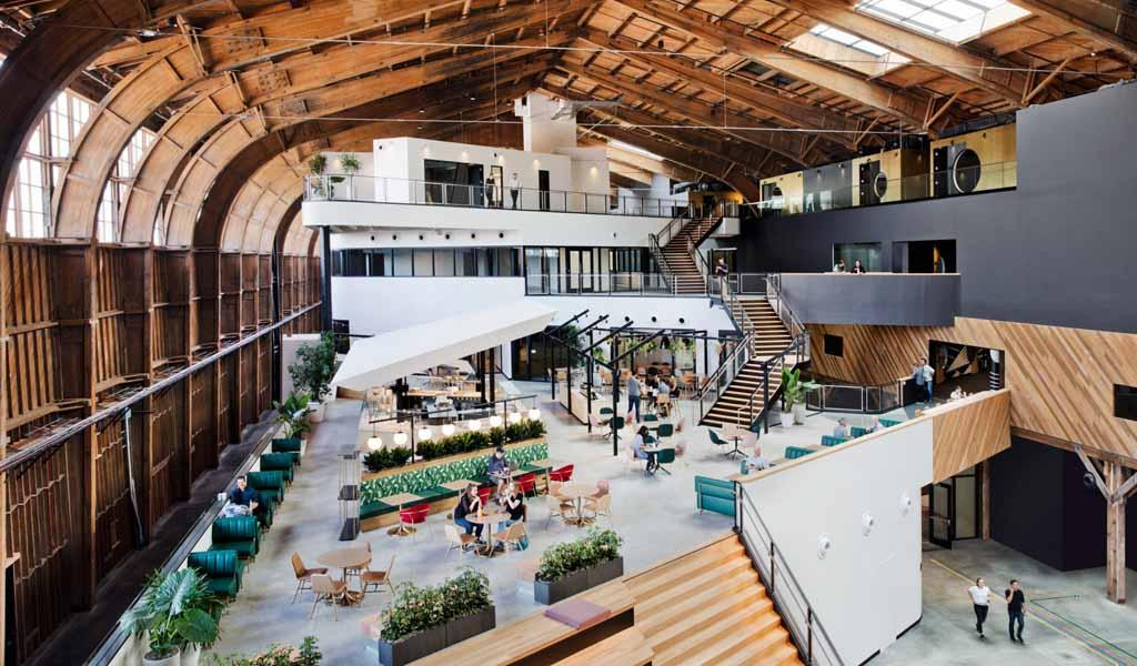 ZGF convierte el histórico hangar de aviones de Los Ángeles en la oficina de Google Spruce Goose