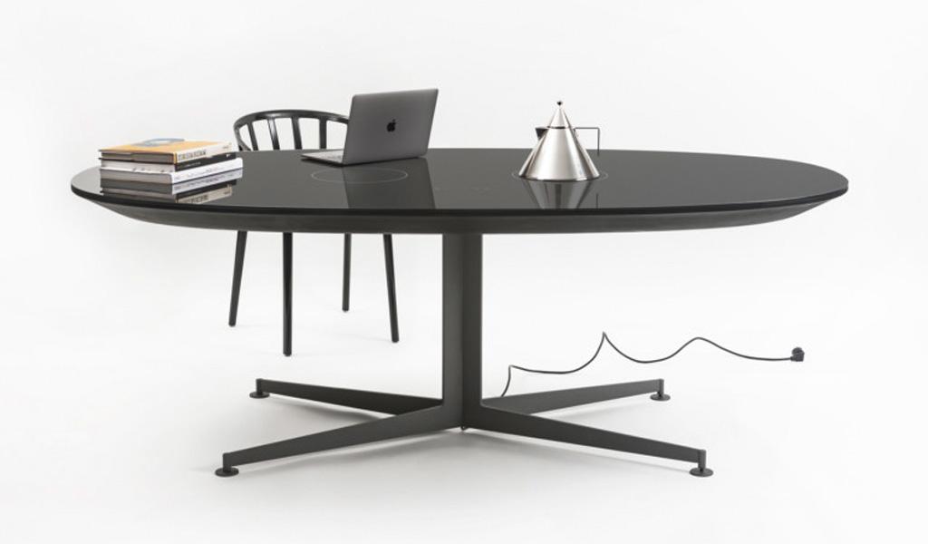 La I-Table de Kartell se puede utilizar como espacio de trabajo o cocina