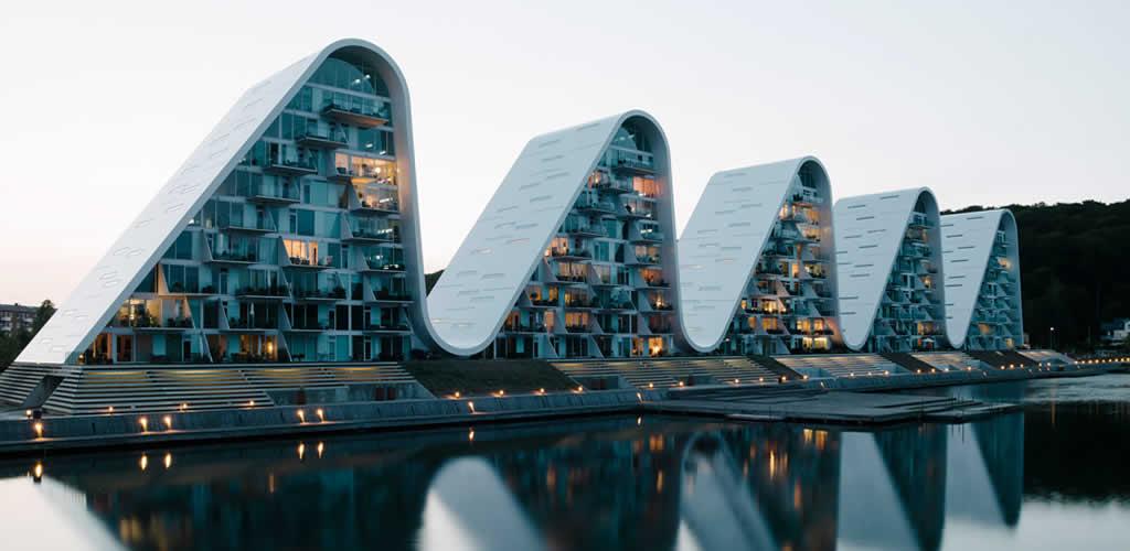 """La ola"" de Henning Larsen Architects se completa en Dinamarca"