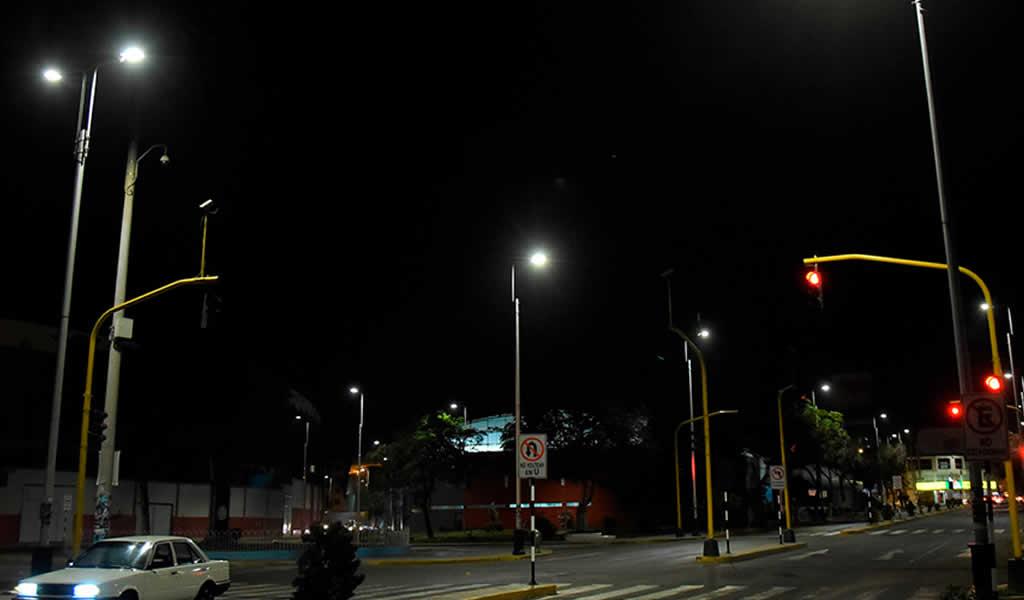 Avenida España es el primer eje vial del país con red de iluminación inteligente