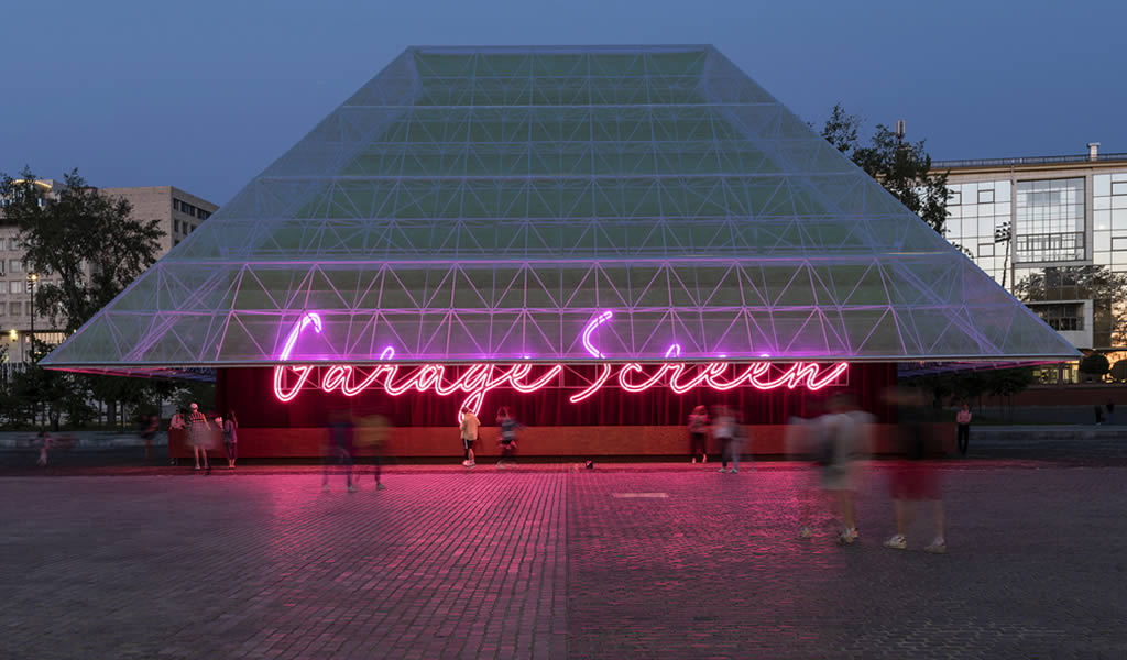 Cine Garage Screen / SYNDICATE Architects