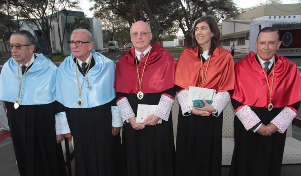 """Universidad de Piura otorga el título de doctor """"Honoris Causa"""" a Sandra Barclay y a cuatro distinguidos profesionales"""