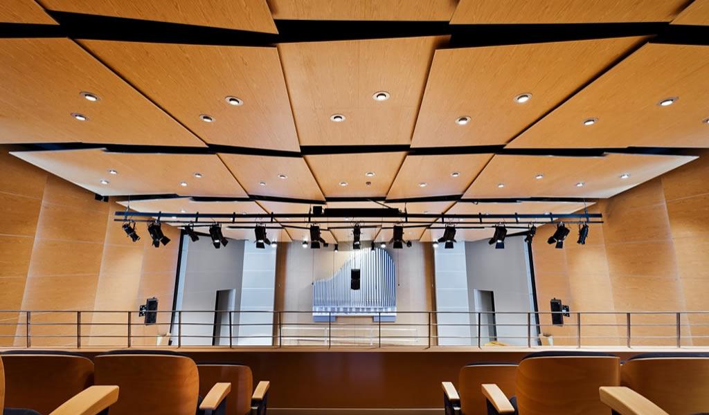 ¿Cómo mejorar la acústica al interior de un edificio?