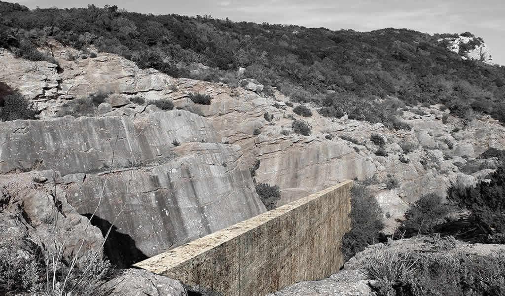 Proyecto de Colombia inspirado en grietas de piedra, entre ganadores del concurso de mausoleo ARKxSITE