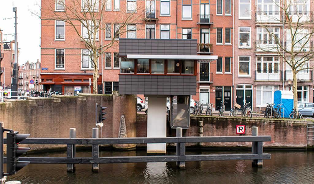 Proyecto de restauración transforma antiguas cabinas de vigilancia en habitaciones de hotel