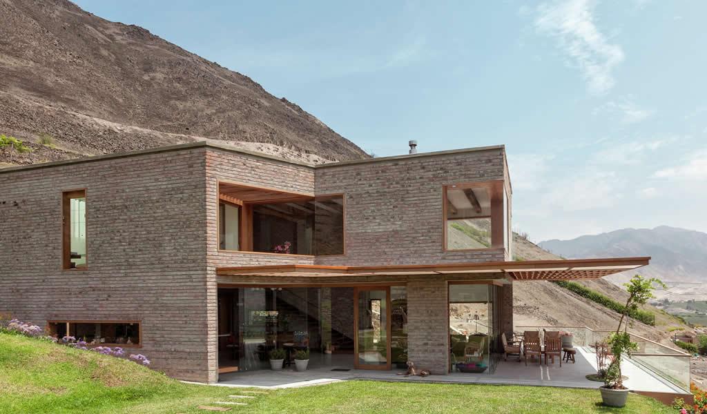 Casa en Azpitia / Estudio Rafael Freyre