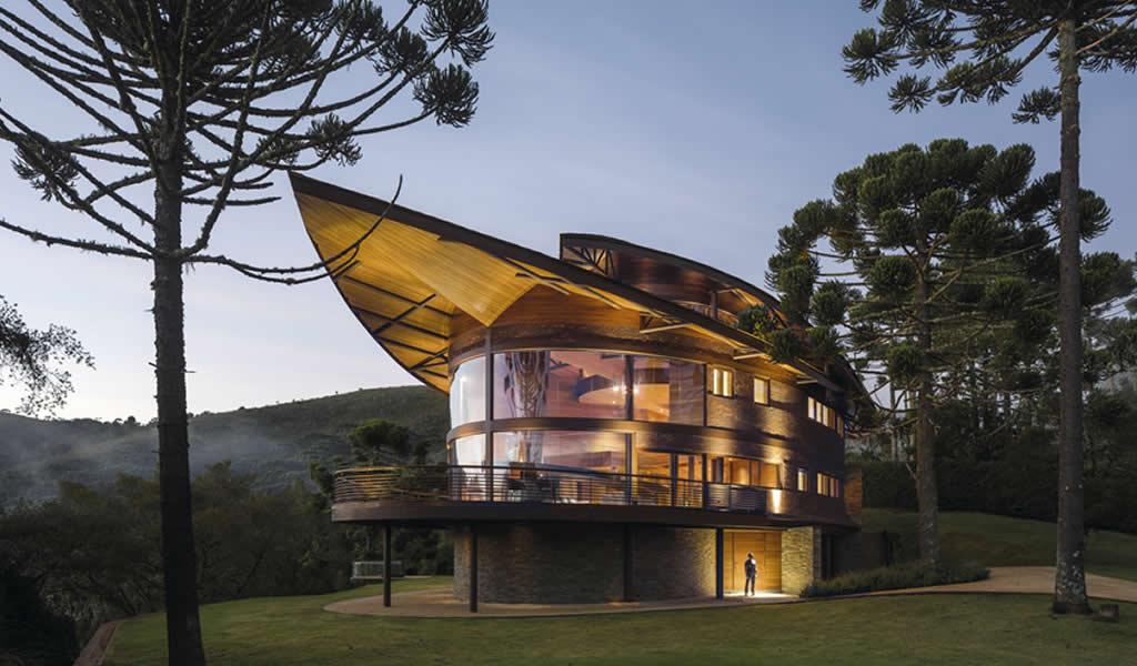 Casa piñón / Mareines Arquitetura