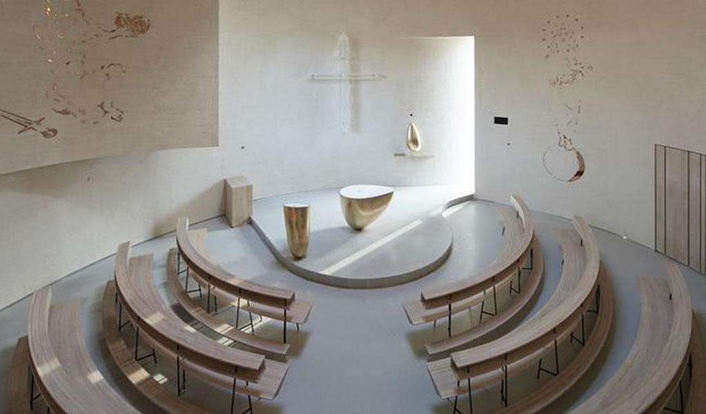 Una iglesia minimalista que rompe todos los esquemas