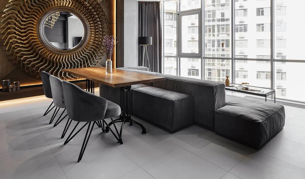 Un apartamento que apuesta por el color negro en su diseño
