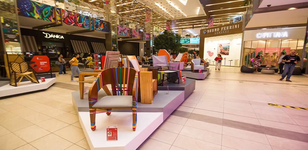 Visita la exhibición gratuita de Sillas de Toulouse Lautrec en el Jockey