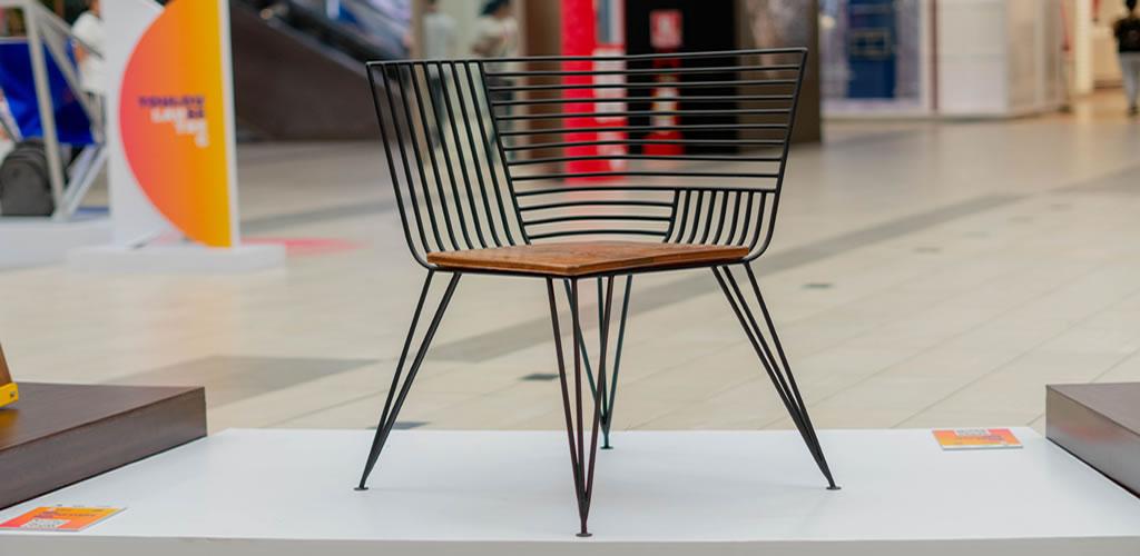 Estudiante peruana diseña silla inspirada en Breaking Bad y gana beca para estudiar en Italia