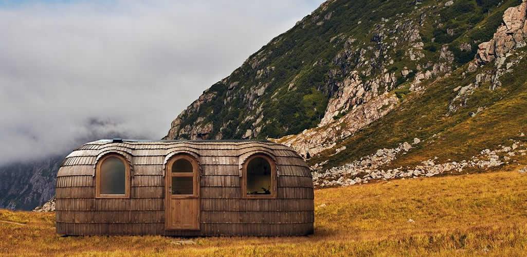 Una cabaña de cuento a la mitad del bosque