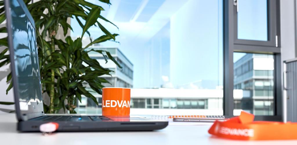 Dale una nueva luz a tu oficina en casa