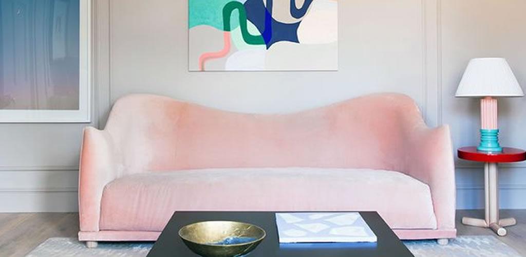 Pon un sofá elegante en la sala