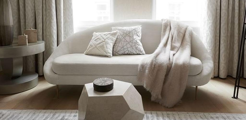 Atrévete con un sofá blanco en la sala