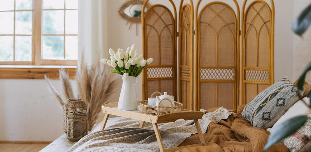 Materiales naturales en tendencia para elevar la decoración de tu hogar