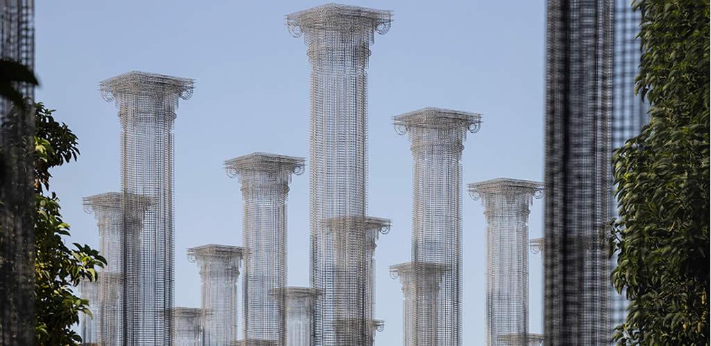 Edoardo Tresoldi presenta Opera, una instalación permanente de malla de alambre en Italia