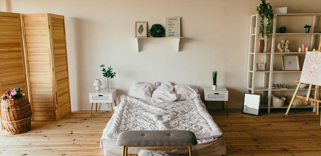 """Qué es el """"espacio no visible"""" en el dormitorio y cómo lo puedes aprovechar"""