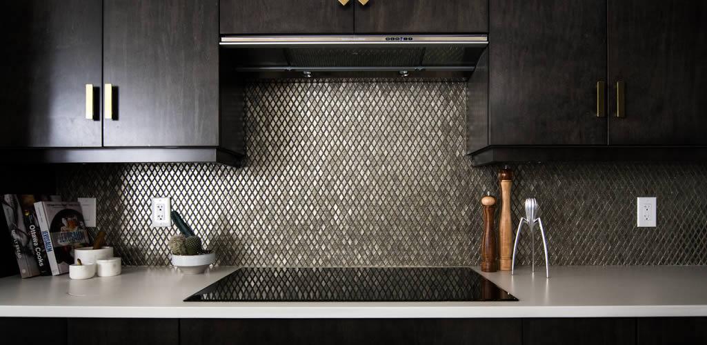 Mosaico vítreo: la tendencia de decoración en el hogar para baños y cocinas