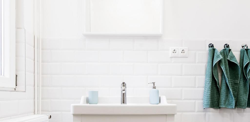 Ideas para reorganizar un baño pequeño este 2021