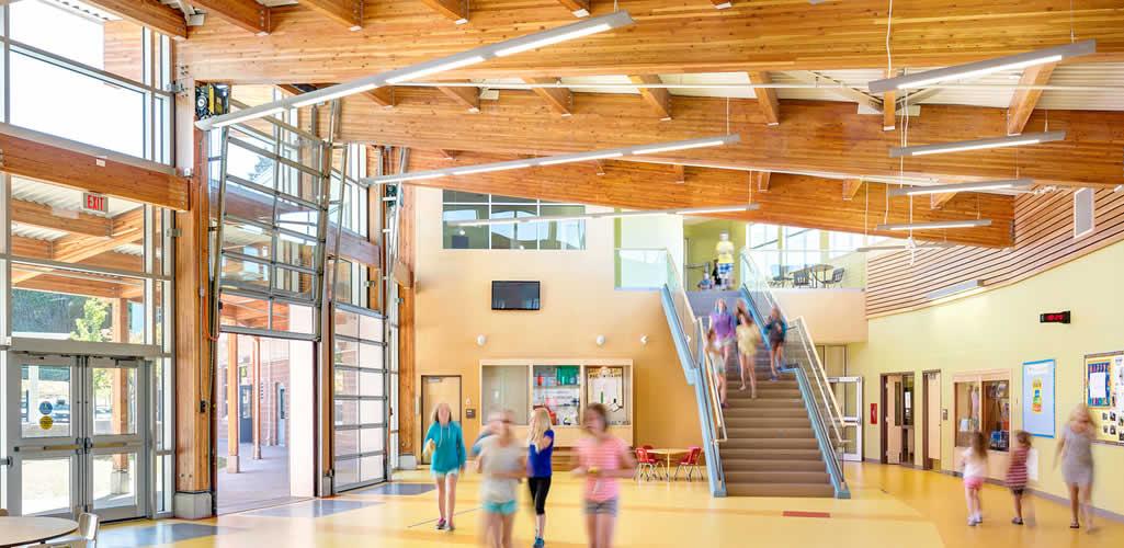 Por qué la madera es un material efectivo para la construcción de escuelas