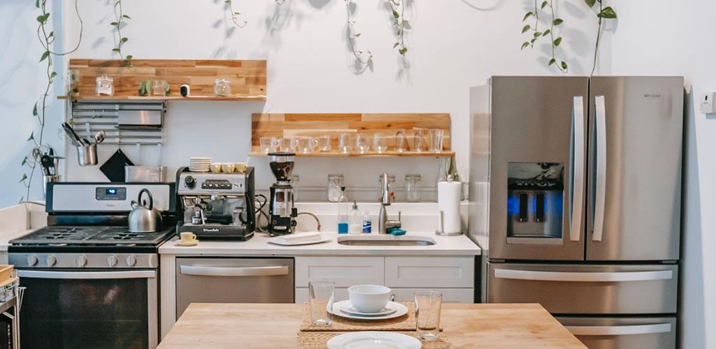 10 consejos para que tu cocina se vea más grande sin tirar las paredes