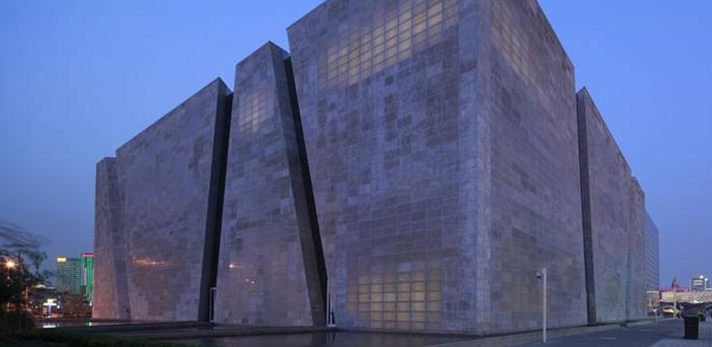 El concreto translucido, origen aplicación y obras