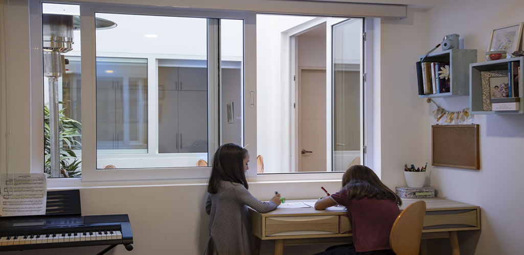 La importancia de unas buenas ventanas para poder trabajar y estudiar en casa