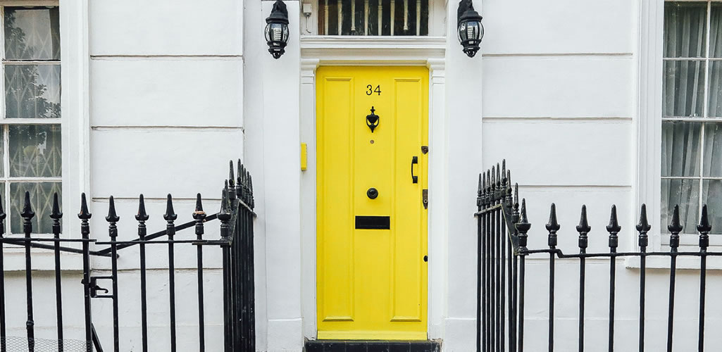 Cómo pintar tus puertas para refrescar el look de tu hogar
