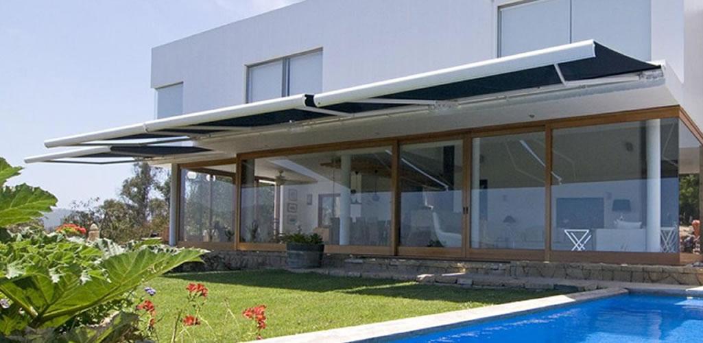 Hunter Douglas: ¿Por qué es importante cubrir los espacios exteriores con toldos?