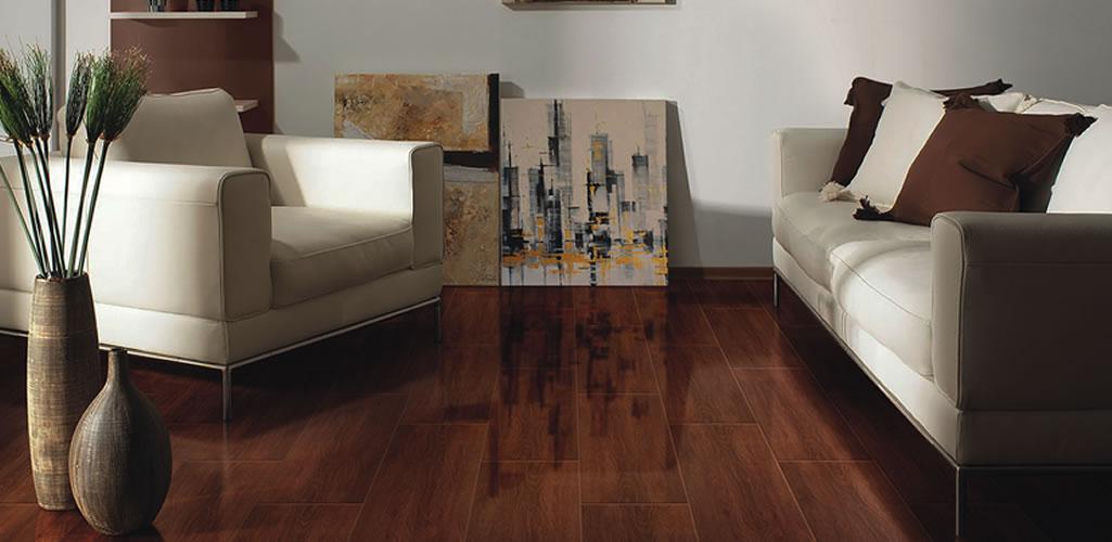 La alternativa perfecta para los amantes de los acabados de madera Tablones madera brillante 20x60