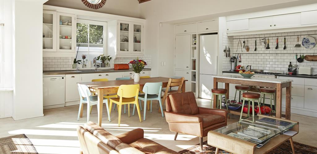 Si tu sala y cocina están juntas, haz estas 7 cosas para que NO se vea mal