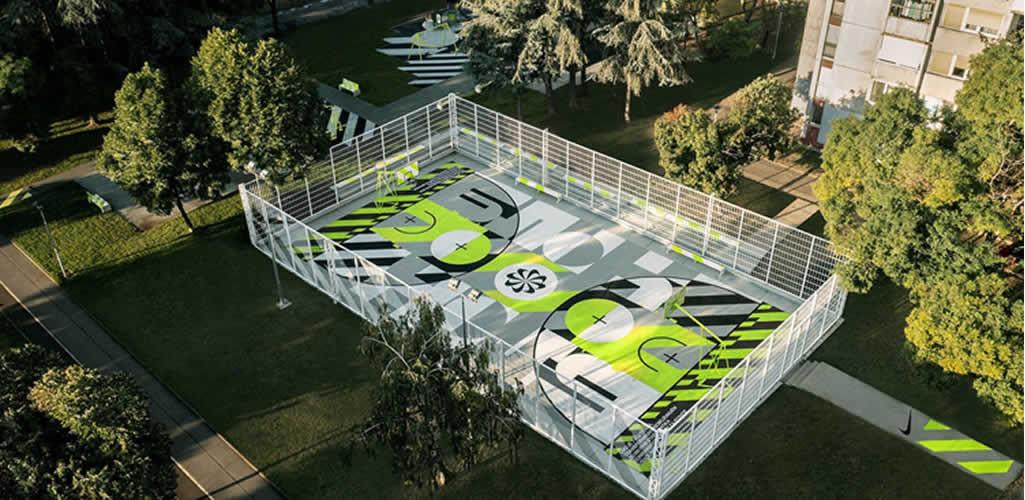 Nike diseña una cancha de basketball con zapatillas recicladas en Serbia