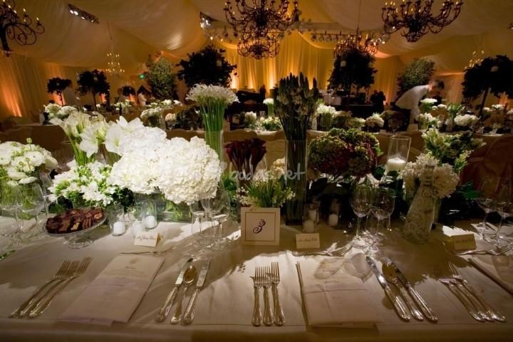 Luce mejor si tu boda es bajo la luz del sol, pero también puedes incorporar el estilo vintage en una boda romántica de noche.